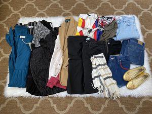 Clothing lot bundle reseller flaw dresses shirts pants jeans cheap for Sale in Las Vegas, NV