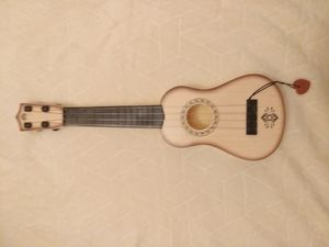 Fun mini guitar at. Can be tuned. Perfect condition. for Sale in Grosse Pointe Park, MI
