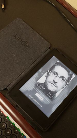 Kindle paperwhite with cover for Sale in Dallas, TX