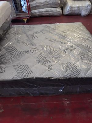 CALIFORNIA KING PILLOW TOP WITH BOX SPRING for Sale in Fresno, CA