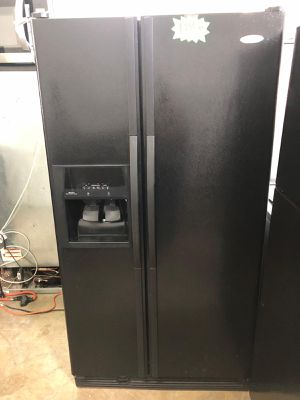 WHIRLPOOL REFRIGERATOR Works great and warranty for 3 month Funcionando bien y garantía de 3 meses Delivery and installation available for Sale in Hialeah, FL