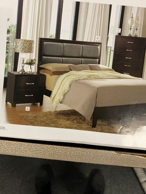 Queen bed room set on Sale (includes queen bed frame, dresser, mirror and 1 congratulations for Sale in Federal Way, WA