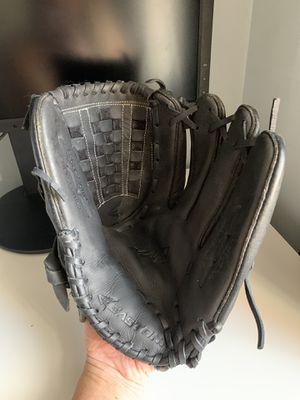 Easton Mako 13 inch baseball glove for Sale in Jersey City, NJ