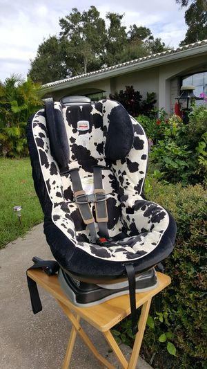 Britax Convertible Car seat Cowmooflage Cow Print for Sale in Clearwater, FL