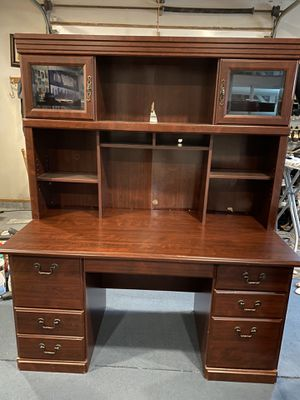 Desk and night stand for Sale in Algona, WA