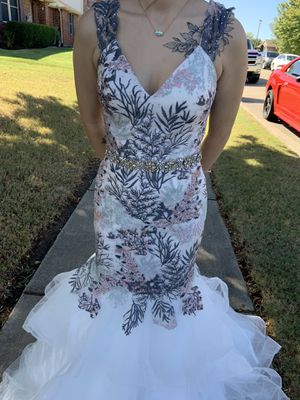 Prom dress/ mermaid style dress/ white for Sale in Bedford, TX