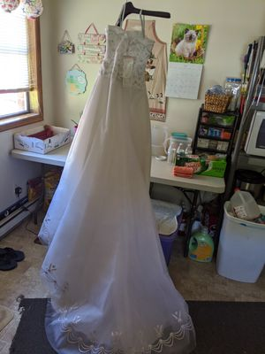 Wedding dress and tiara for Sale in Mechanicsville, VA
