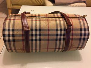 CLASSIC BURBERRY BARREL BAG $400 for Sale in Elk Grove, CA