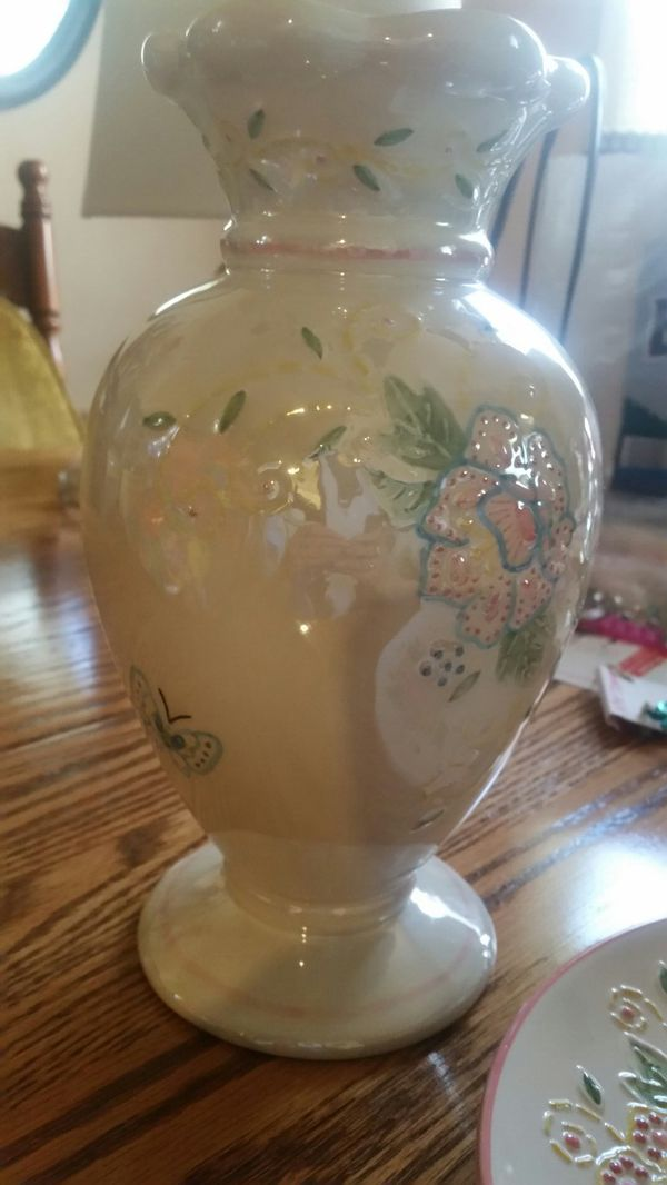Butterfly and Flowers Vase & Plate