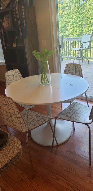 Kitchen/ dining table (Pending Sale) for Sale in Woodbridge, VA