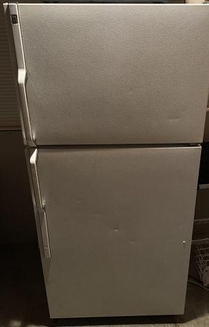 GE 21.9 cu ft top freezer/refrigerator for Sale in Fort Washington, MD