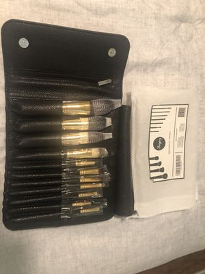 Makeup brush set for Sale in Irwindale, CA