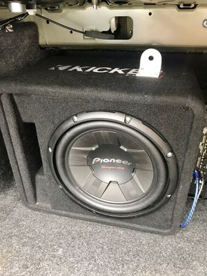 "12"" pioneer subwoofer/kicker box and riot amp for Sale in Hyattsville, MD"