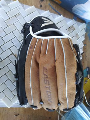 Base ball glove for Sale in Bakersfield, CA