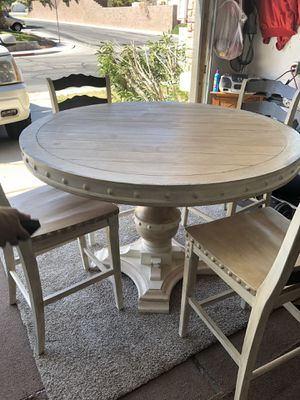 Rustic Round Table With Chairs for Sale in Henderson, NV