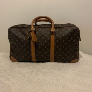 Authentic Louis Vuitton Three Section Duffle for Sale in Chicago, IL