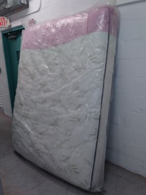 A mattress and box spring set. for Sale in West Palm Beach, FL