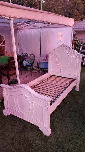 White twin bed frame. Similar design to the one that has price for Sale in Rosemead, CA