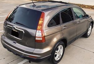 LOOCKS LIKE NEW HONDA CRV PERFECT CONDITION for Sale in Garden Grove, CA