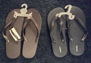 2 prs. Old navy flip flops-size 10/11 men's—brown pair and blue pair for Sale in Portsmouth, VA