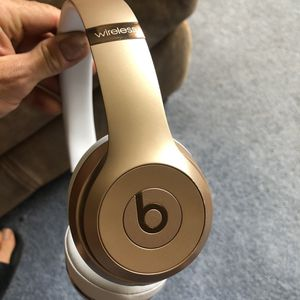 Gold Beats solo 3 wireless headphones with box and all accessories for Sale in Cheshire, CT