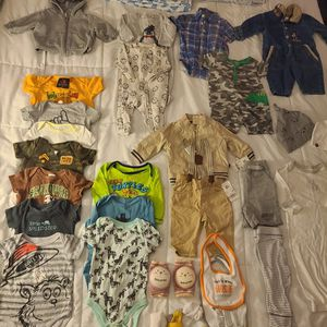 SIZE 3-6 MONTHS BABY BOY 33 PEICE CLOTHES LOT for Sale in Orting, WA