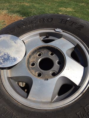 Chevy Tahoe rims FREE for Sale in Queen Creek, AZ