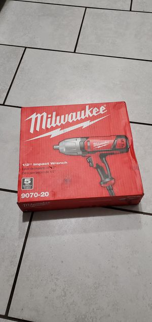 MILWAUKEE 120 VT IMPACT WRENCH 1/2 NEW NUEVO for Sale in Long Beach, CA