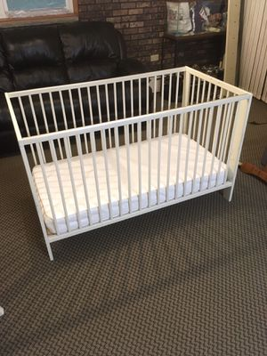 White Wood Baby Crib for Sale in Staten Island, NY