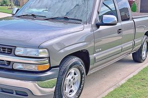 ֆ12OO 4WD CHEVY SILVERADO 4WD for Sale in Cocoa Beach, FL