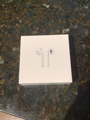 AirPods with Charging Case for Sale in Chicago, IL