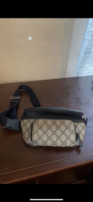Gucci beige and black GG supreme belt bag for Sale in Los Angeles, CA