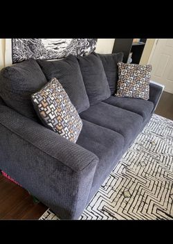 Couch In Perfect Condition (FREE DELIVERY) for Sale in Portland,  OR