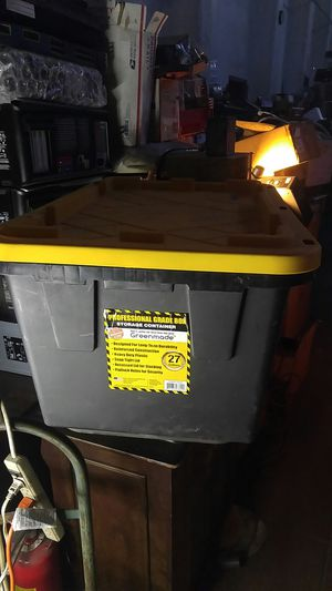 27 Gallon storage container box plastic for Sale in Los Angeles, CA