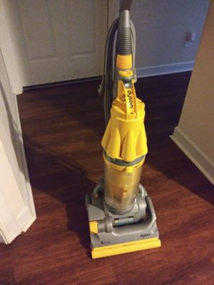 Dyson vacuum for Sale in Fuquay Varina, NC