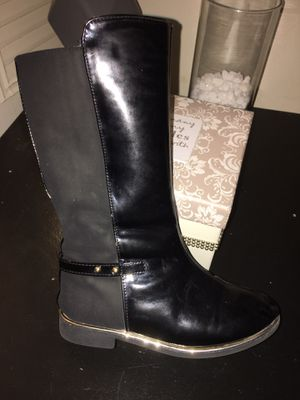 Toddler girl boots SIZE 10c for Sale in East Providence, RI