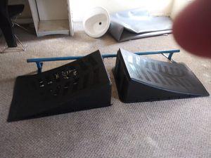 Tubo y rampas negras de patinal y deslizarse por el tubo 50 por mudanza for Sale in Miami, FL