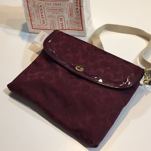 Coach PARK Signature Tablet Crossbody Hand Bag Messenger F65360 Burgundy NWT for Sale in Las Vegas, NV