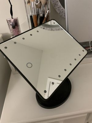 Mini vanity rotates with lights for Sale in Springfield, VA