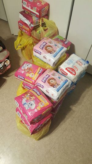 HUGGIES GIRLS PULL UPS SIZES 3T 4T AND 4T 5T for Sale in Paterson, NJ