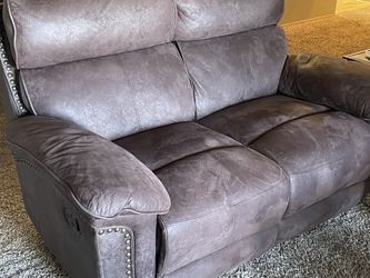 Love Seat (no Tears, Well Taken Care Of) for Sale in Chula Vista,  CA