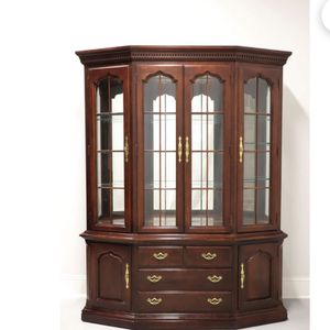 THOMASVILLE Collectors Cherry China Cabinet for Sale in Peoria, AZ