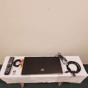 SAMSUNG Blu-Ray DVD Player (Model BD-C5500) - with DVD Upscaling & Accessories - firm price for Sale in Arlington, VA