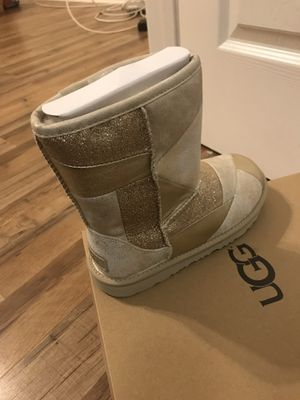 Kid Ugg boots/size 3 for Sale in Chicago, IL