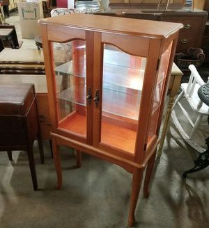 Beautiful Lighted Curio Cabinet / Display Cabinet - Delivery Available for Sale in Midland, MI