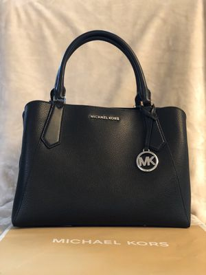 Michael Kors Purse- Kimberly Style for Sale in Lake Stevens, WA