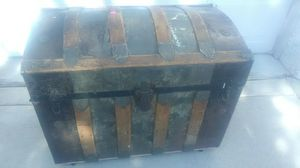 Round top trunk for Sale in Payson, AZ
