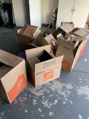 Free (moving boxes) for Sale in Rialto, CA