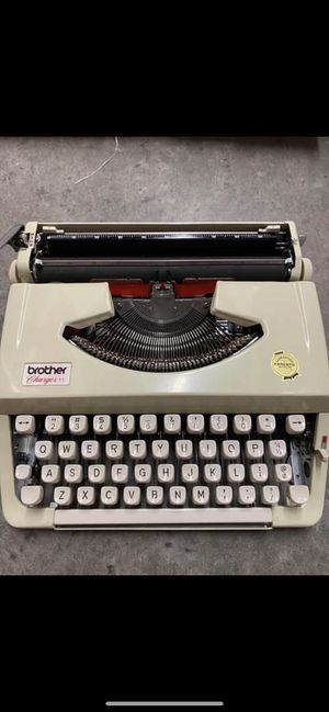 Vintage Brother Charger 11 Portable Typewriter NICE Works Cream. Black & Red Ink for Sale in Hollywood, FL