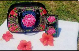 Embroidered purse and wallet for Sale in Phoenix, AZ